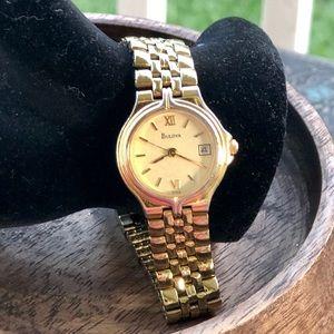 Vintage Gold Tone Bulova Watch in EUC